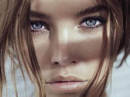 Фото Модель Барбара Палвин / Barbara Palvin с красивыми голубыми глазами