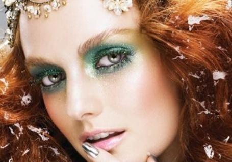 Фото Рыжая девушка с зеленым макияжем (© Radieschen), добавлено: 14.01.2013 20:12
