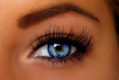 Фото Голубой глаз девушки