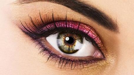 Фото Карий женский глаз, накрашенный розовыми тенями (© Radieschen), добавлено: 17.01.2013 00:31