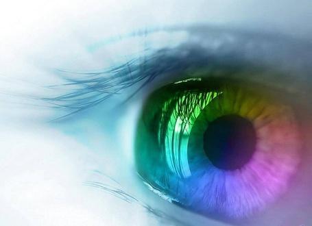 Фото Цветная радужка глаза