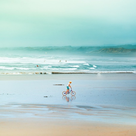 Фото Девочка едет на велосипеде, фотограф Эндрю Смит / Andrew Smith
