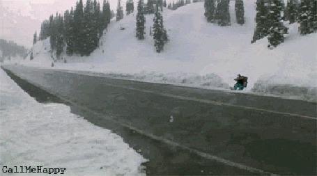 Фото Лыжник перепрыгивает через дорогу, надпись  (call me happy / назовите меня счастливым)