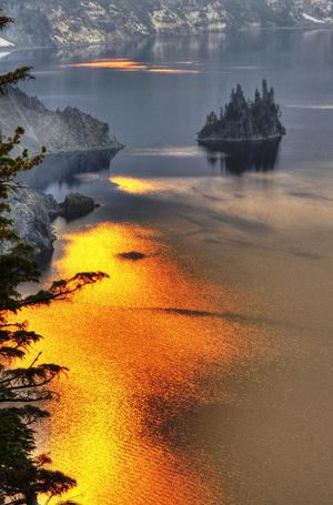 Фото Отражение заката в горном озере