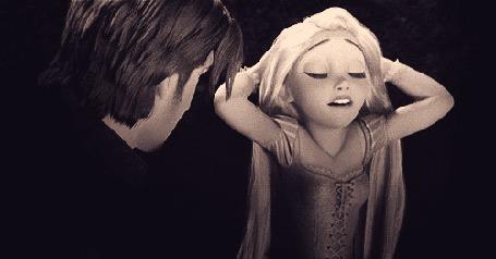 Фото Рапунцель / Rapunzel строит глазки Флину Райдеру / Flynn Rider, мултфильм 'Рапунцель:Запутанная история / Tangled'