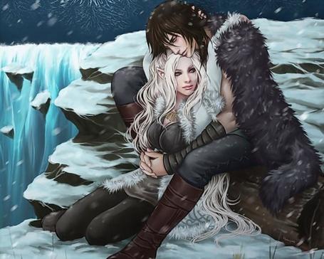 Фото Влюбленные эльф и человек обнимаются