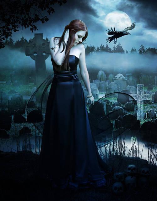 Кладбище ночью рядом пролетает ворон