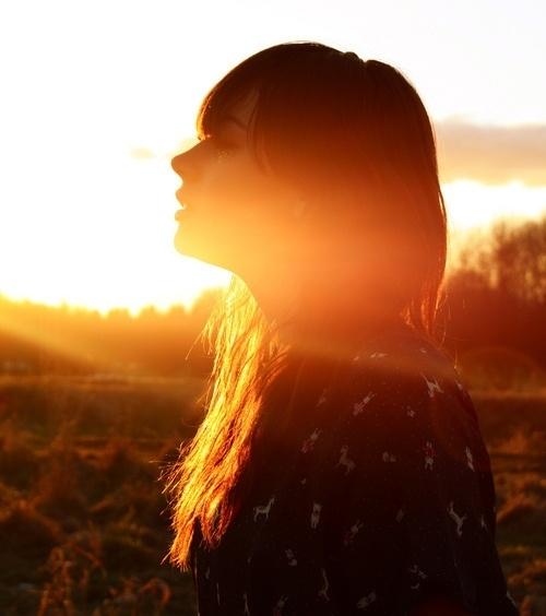 работа фото девушек в лучах заходящего солнца забываем, что