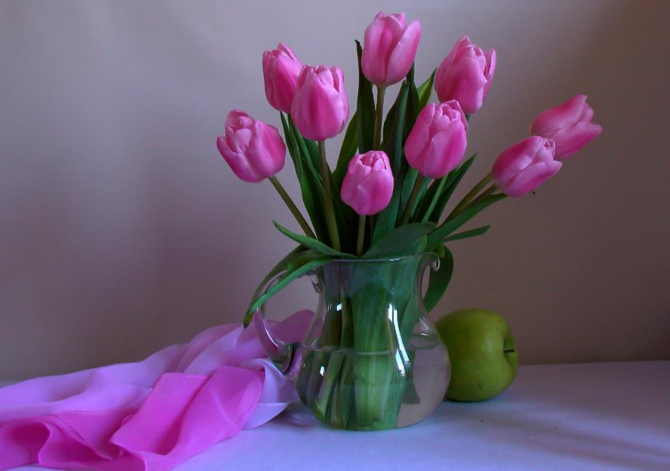 Цветы розовые в вазе фото