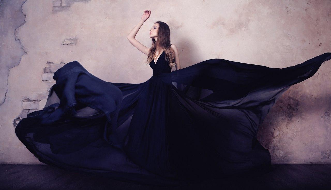 Фото девушки в черном платье 24 фотография