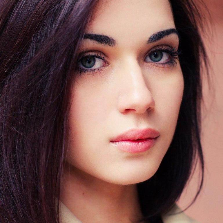 красивые голые девушки с черными волосами