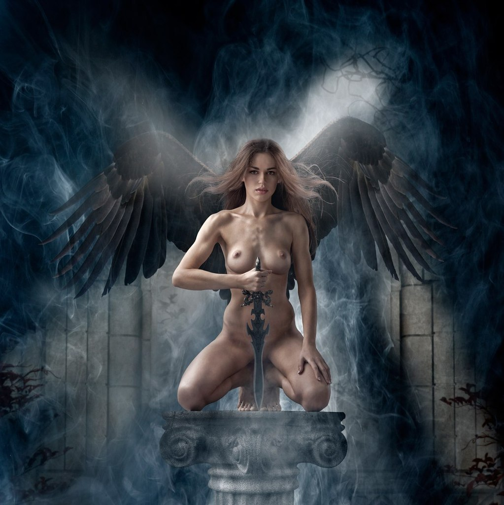 foto-golie-devushki-angeli