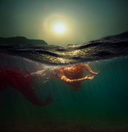 Фото Девушка под водой в солнечном свете, фотограф Дмитрий Лаудин / Dmitry Laudin