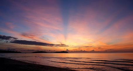Фото Солнце заходящее за море (© MaggotkaRoot90), добавлено: 07.02.2013 18:33