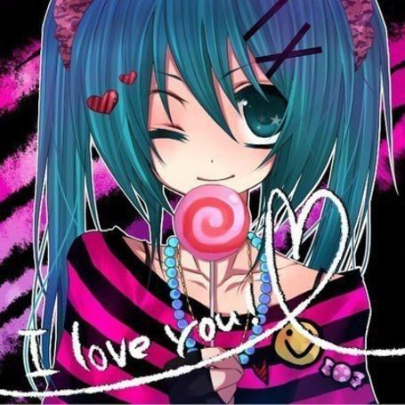 Фото Вокалоид Хатсуне Мику / Vocaloid Hatsune Miku с леденцом улыбается в одежде стиля Эмо ( 'I love you!')