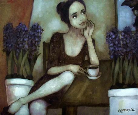 Фото Девушка с чашкой кофе сидит за столиком, художник Grzegorz Ptak