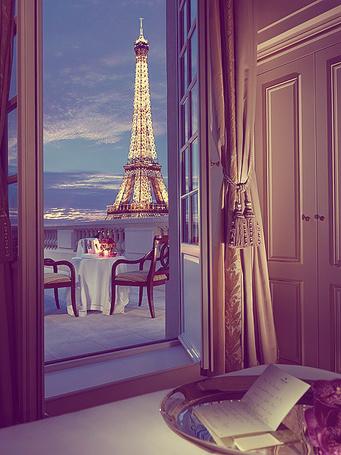 Фото Вид из номера отеля на Эйфелевую башню / La tour Eiffel, Париж, Франция / Paris, France (© Banditka), добавлено: 15.02.2013 18:38