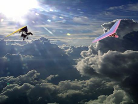 Фото Два дельтаплана в облаках