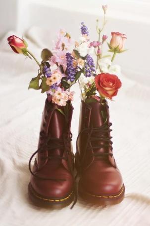 Фото Ботинки, используемые как вазы для цветов (© Юки-тян), добавлено: 17.02.2013 23:40