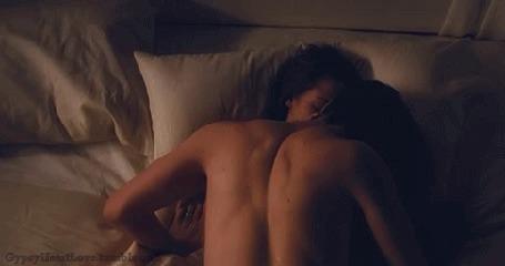 Фото Edward / Эдвард и Bella / Белла нежатся в постели из фильма 'Рассвет'