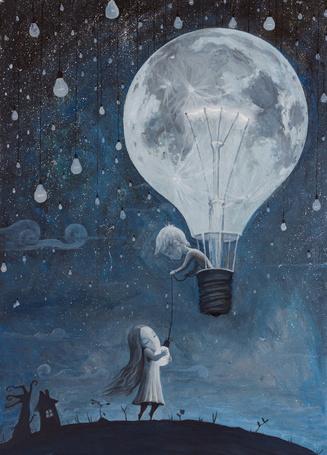 Фото Мальчик летит на воздушном шаре в виде электрической лампочки, сбросив маленькую лампочку девочке, которая обнимает ее