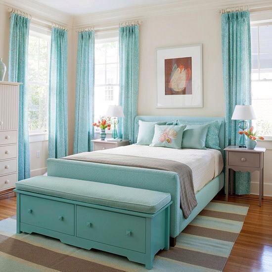 Бирюзовые обои в интерьере спальни фото бебиблог