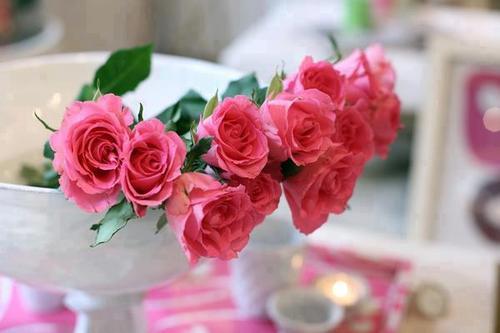 Розы в вазах фото