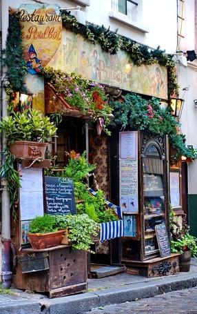 Фото Украшенный цветами магазин на улице города (Poulbot) (© Seona), добавлено: 02.03.2013 10:28