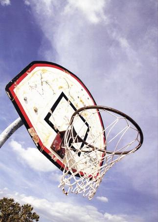 Фото Баскетбольное кольцо на фоне неба (© Юки-тян), добавлено: 01.03.2013 09:47