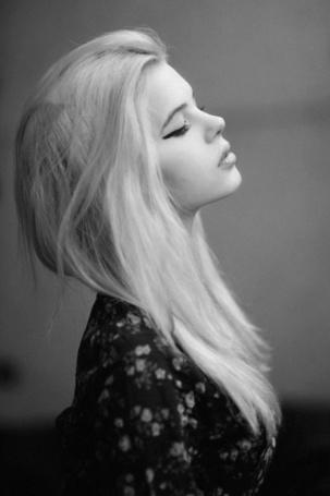 Фото Блондинка прикрыла глаза (© Black Tide), добавлено: 05.03.2013 14:51