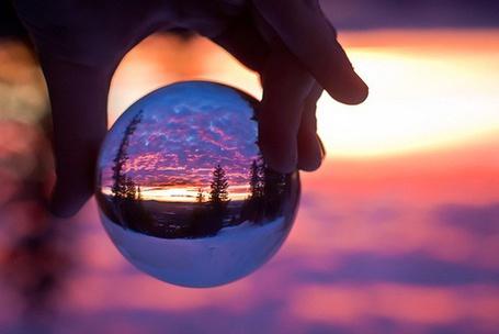 Фото Красивый закат с пейзажем через стеклянный шар (© Светлячок), добавлено: 05.03.2013 21:47