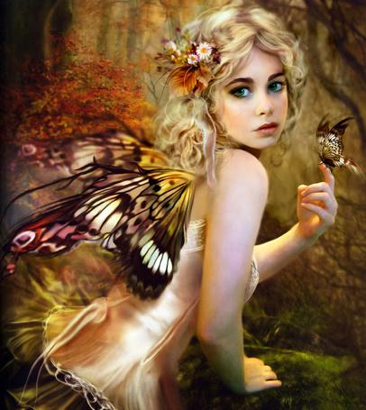 Фото Девушка с крыльями бабочки в осеннем лесу, с сидящей на пальце бабочкой. Художница Bente Schlick / Бенте Шлик
