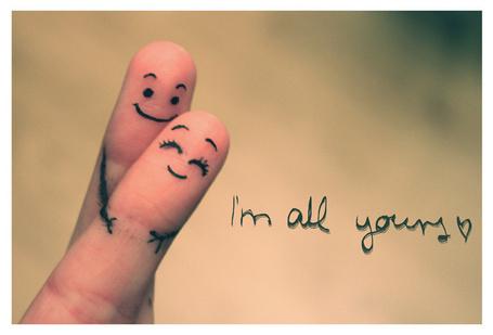 Фото На пальцах нарисованы смайлы (Im all yours / Я весь твой)