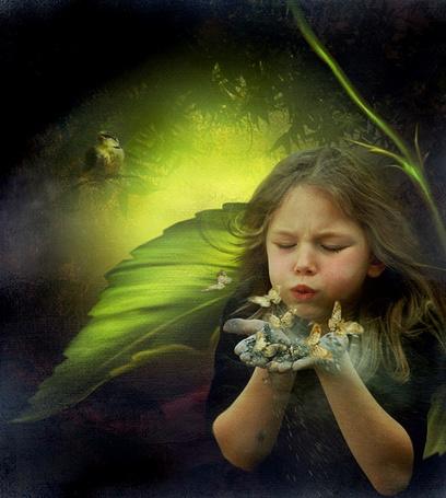 Фото Девочка сдувает с рук бабочек, фотохудожница Алла Алборова