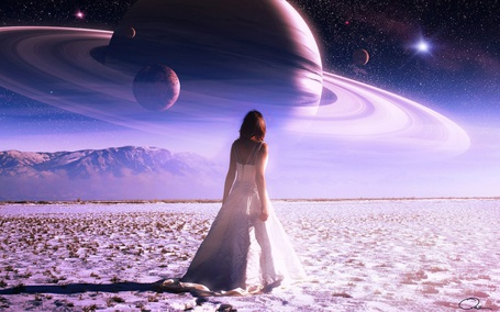 Фото Девушка идет по пустыне, в небе виднеется космос