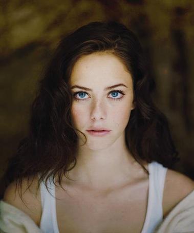 Фото Kaya Scodelario / Кая Скоделарио с выразительными голубыми глазами