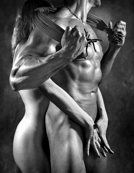 Парень держит девушку эротика фото 220-836