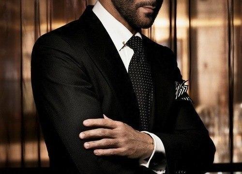 в костюм черный мужчина фото