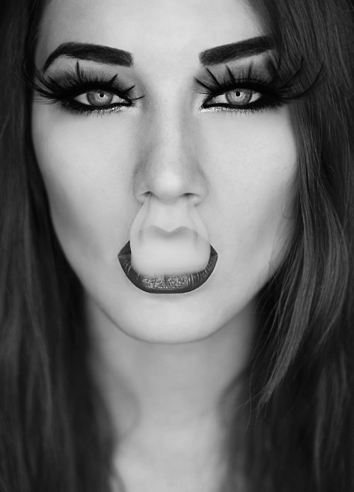 Девушка дым изо рта