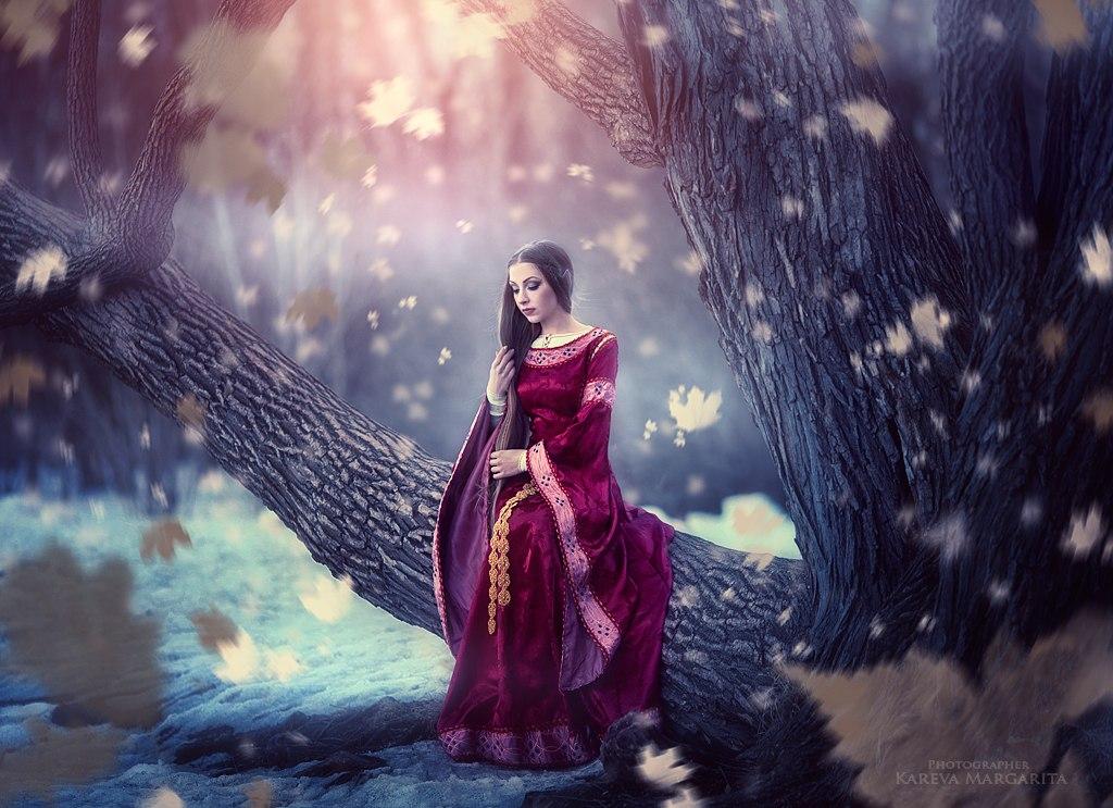 Фото Девушка - эльф сидит на дереве, фотохудожник Маргарита Карева