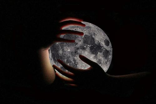 Луна дай мне руку свою