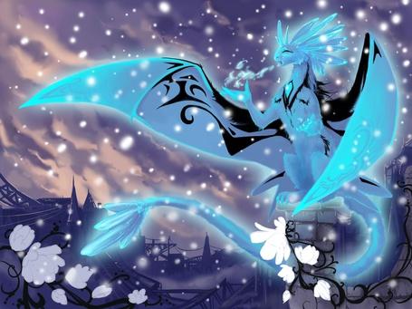 Фото Ледяной дракон принес в город зиму