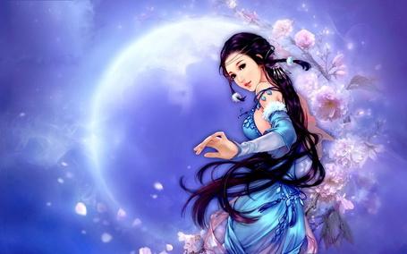 Фото Темноволосая девушка в голубом платье на фоне полной луны, рядом со цветущей сакурой