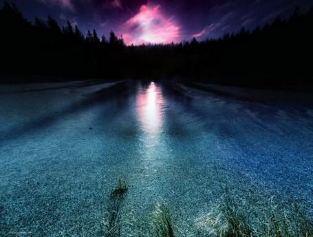 Фото В озере отражается розово - фиолетовое небо (© Banditka), добавлено: 28.04.2013 10:20