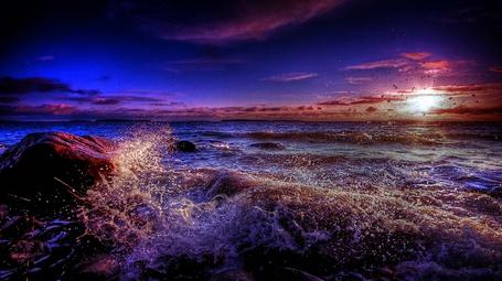 Фото Бушующее море на фоне закатного неба