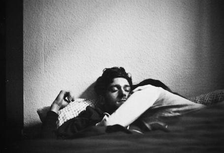 Фото Девушка с парнем спят в кровати (© Black Tide), добавлено: 14.04.2013 18:57