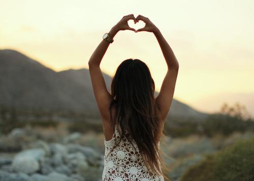 фото девушек с поднятыми руками-гу2