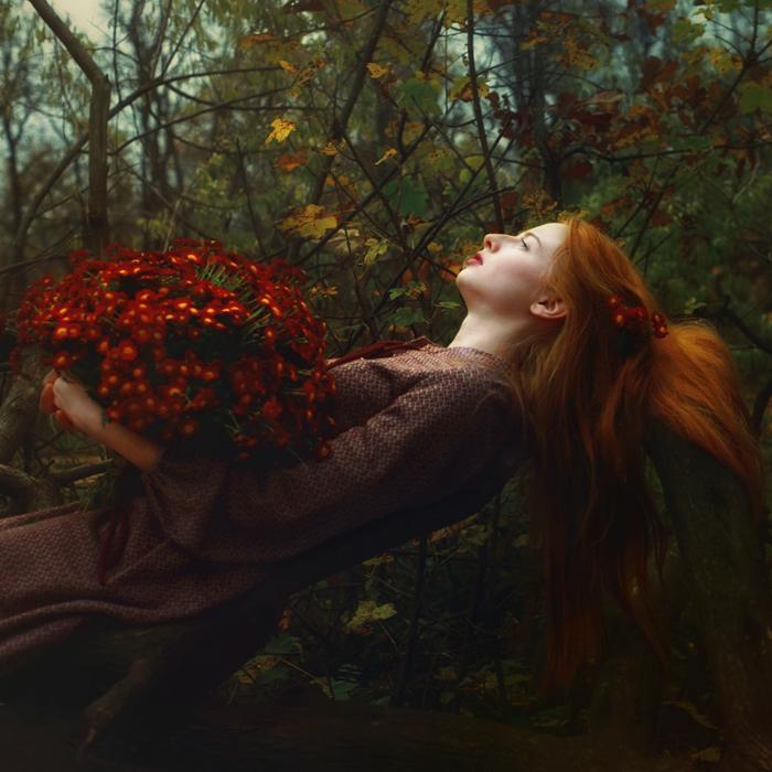 рыжая девушка с цветком картинки