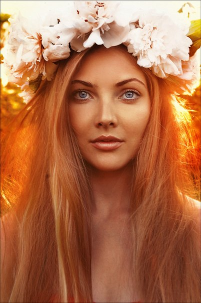 Фото девушка с венком на голове из