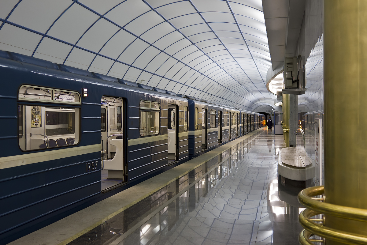 Подружке юбилеем, петербургский метрополитен картинки